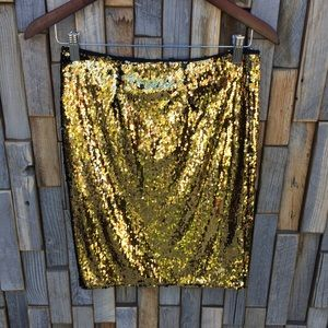 Woman's gold sequin stretchy skirt size medium FF2